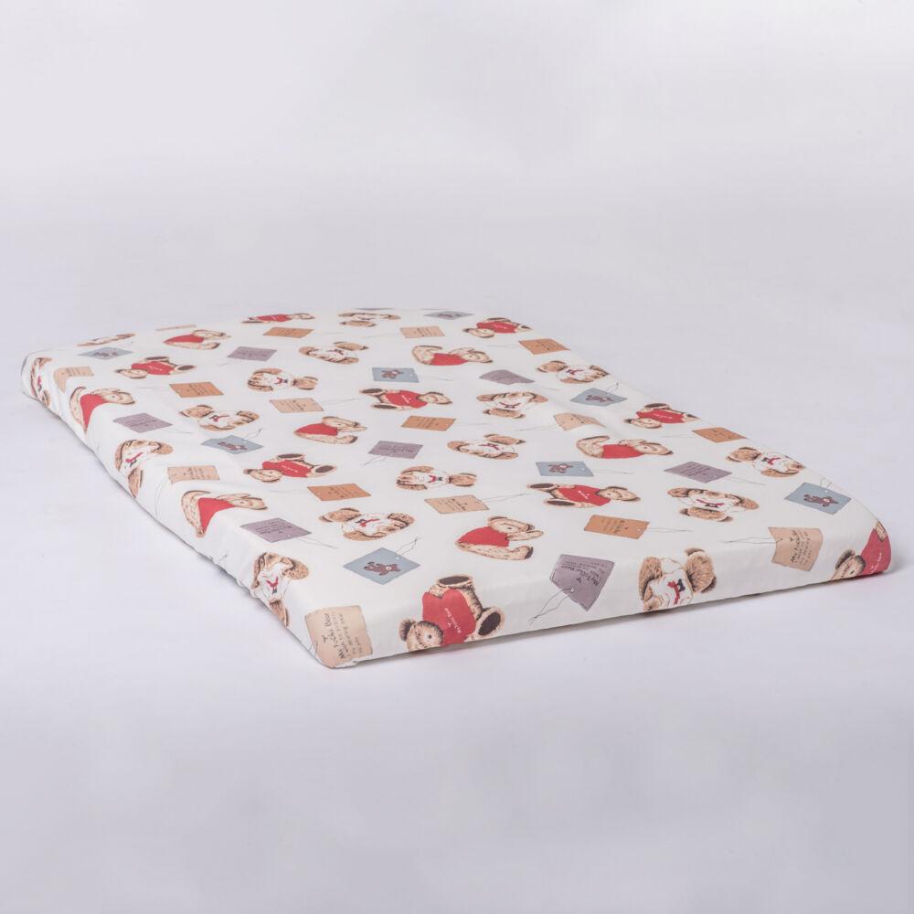 A macis mintával díszített matracvédő óvja a matracot a sérülésektől és a koszolódástól. Alul körben gumirózott.