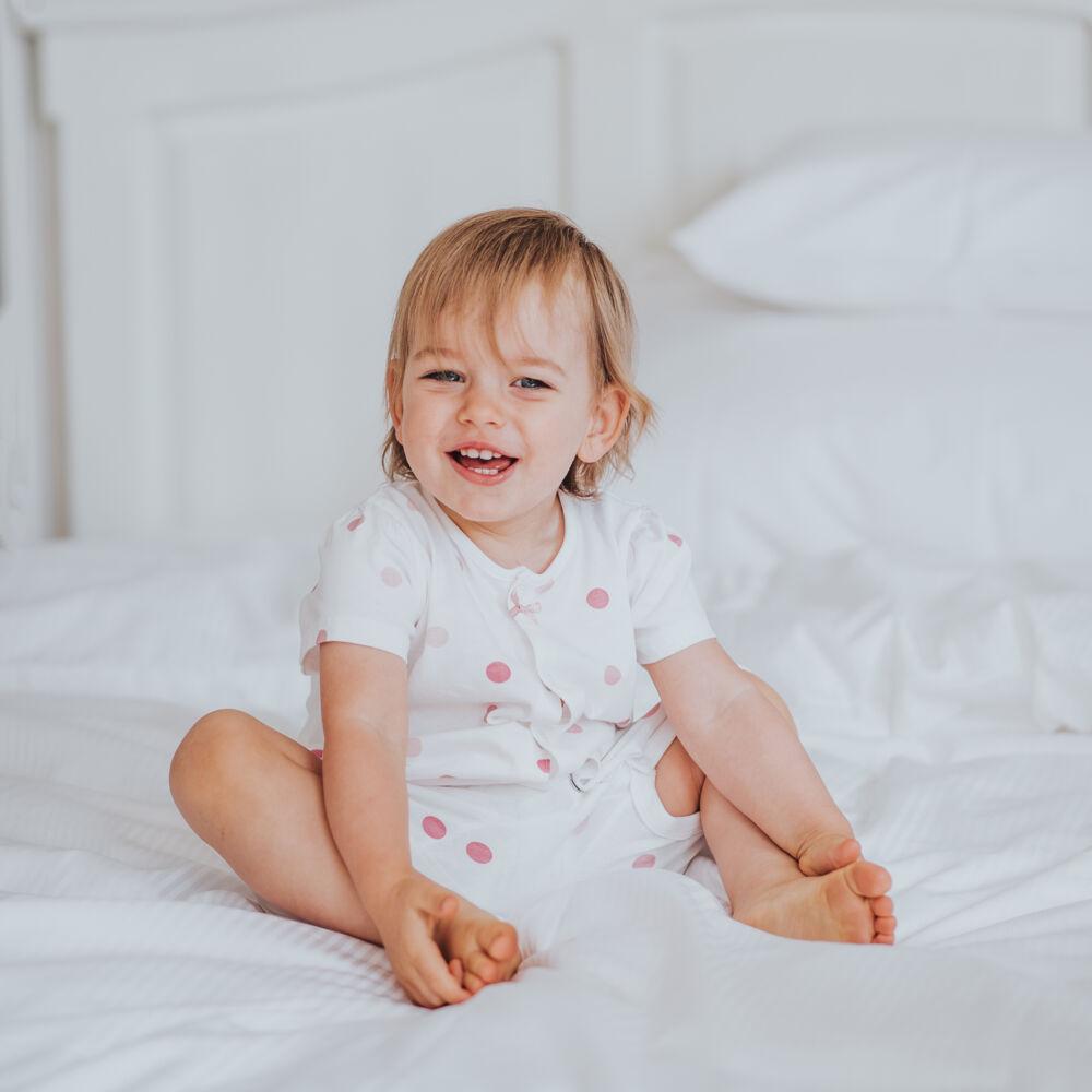Elegáns szatén csíkos gyermek ágyneműhuzat garnitúra.