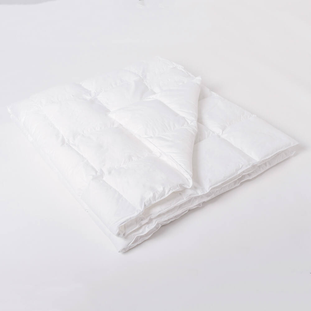 Kazettás műszál paplan szilikonizált poliészter-szál töltöttel. Nyugodt álmot biztosít a természetes töltetre allergiások számára is.