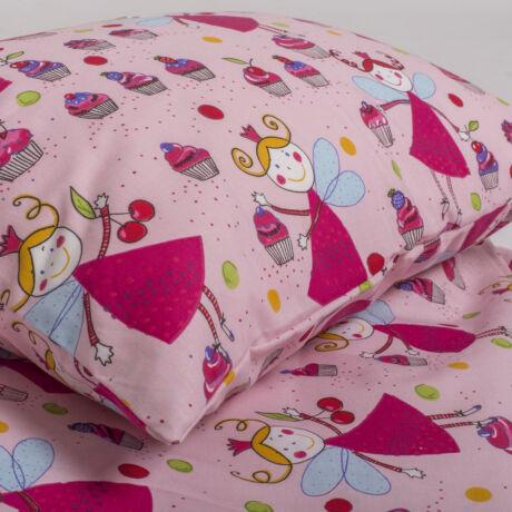 A 100% pamut gyermek ágyneműhuzat garnitúra kispárna- és paplanhuzatot tartalmaz. Babócás mintával.
