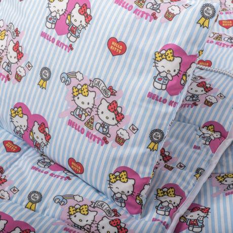 A 100% pamut gyermek ágyneműhuzat garnitúra kispárna- és paplanhuzatot tartalmaz. Hello Kitty mintával.