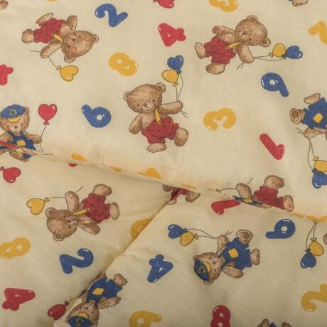 A 100% pamut bébi ágyneműhuzat garnitúra kispárna- és paplanhuzatot tartalmaz. Macis mintával.