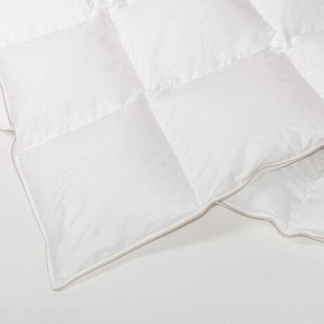 Fehér dupla pehelypaplan I. osztályú, 90%-os magyar fehér lúdpehely töltettel. Pihe-puha, pille súlyú termék.