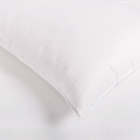 Nagy pehelypárna 80-20%-os, kiváló minőségű fehér, magyar lúdpehely töltettel. Pihe-puha, formatartó termék.