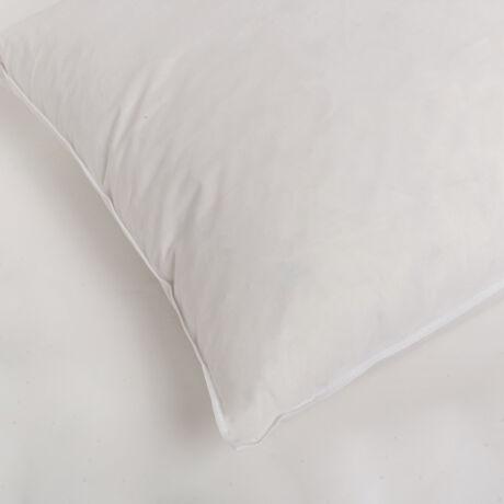 Fehér kis tollpárna I. osztályú, magyar lúdtoll töltettel. Hosszan tartó támasztóerőt biztosít és gondoskodik a gerinc egészségéről.